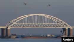 """Предположительно """"Нейма"""" во время инцидента у берегов аннексированного Крыма. 25 ноября 2018 года"""