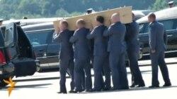 Нідерландці зустріли тіла загиблих із «Боїнга»