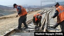 Primorsk regionunda dəniz neft terminalına aparan dəmir yolunun tikintisi