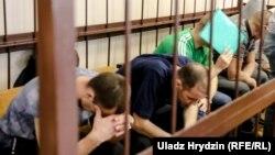 У Баранавічах ідзе суд па справе аб крадзяжы і гандлю зброяй. На лаве падсудных 10 чалавек