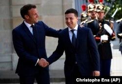 Президент України Володимир Зеленський (праворуч) і президент Франції Емманюель Макрон. Париж, 17 червня 2019 року