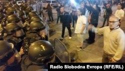 Протести против одлуката на претседателот Ѓорге Иванов за помилување на политичари во Скопје. Протест, демонстранти.