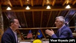 კოსოვოს პრეზიდენტი, ჰაშიმ ტაჩი და აშშ-ის ელჩი გერმანიაში, რიჩარდ გრენელი პრიშტინაში, 22 იანვარი, 2020 წელი