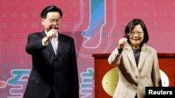 Тайвандын президенти Цай Инвэнь (солдо).