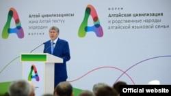 Қырғызстан президенті Алмасбек Атамбаев.