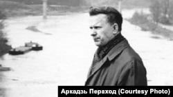 Васіль Быкаў у Горадні, 1970 г. Фота Аркадзя Перахода
