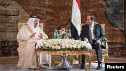 عبدالفتاح السیسی، رئیس جمهوری مصر، در اجلاس سران کشورهای عضو اتحادیه عرب با ملک سلمان،پادشاه عربستان سعودی ملاقات کرد.