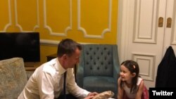 Jeremy Hunt, British foreign secretary, meeting with Gabriella Ratcliff, Nazanin Zaghari's daughter in Tehran-- Nov 2018