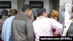 Стамбулда иштеген түркмен мигранттары.