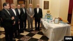 مقامهای ایرانی در کنار سفره هفتسینی که هتل بولیواژ پالاس در لوزان آن را چیده است