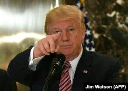 Дональд Трамп отвечает на вопросы об инциденте в Шарлотсвилле