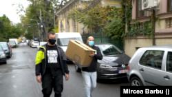 Voluntarii livrează în București zi de zi laptopuri și tablete