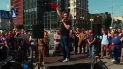 Під КСУ принесли «піонерські краватки» на підтримку декомунізації – відео