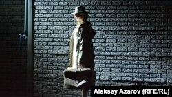 Финальная сцена спектакля о похищении невесты. Счастливая героиня возвращается домой. Алматы, 19 января 2018 года.