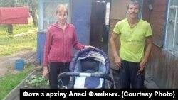 Алеся Фаміных і Андрэй Коўзік з сынам Максімам