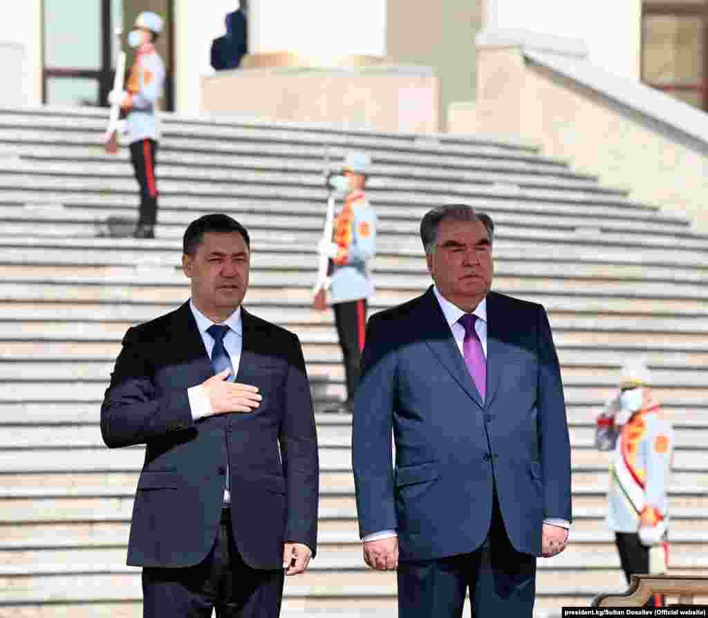 Садыр Жапаров 29-июнда Дүйшөмбү шаарында президент Эмомали Рахмон менен жолугушту.
