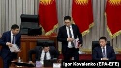 Обсуждение проекта Конституции Кыргызстана в парламенте, февраль 2021 года