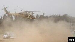 Helikopterët izraelit duke i evakuuar të plagosurit në një lokacion të paspecifikuar afër kufirit me Rripin e Gazës