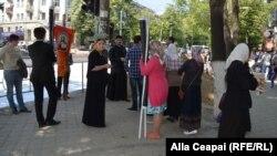"""Moldova, LGBT march """"No Fear!"""" 21 preotul Ghenadie Valuța la o demonstrație anti-LGBT"""