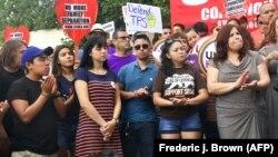 """Одно из массовых выступлений """"мечтателей"""" в пользу программы DACA в Лос-Анджелесе, 1 сентября 2018"""