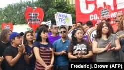 Tineri imigranți în sprijinul programului Deferred Action for Childhood Arrivals (DACA) la Los Angeles
