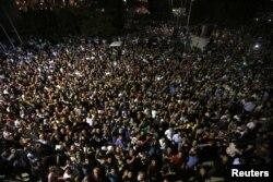 Стамбул. Люди, які вийшли на підтримку влади Ердогана
