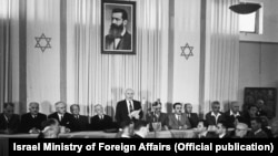 Один із лідерів сіоністського руху Давид Бен-Гуріон оголошує про незалежність Ізраїлю, 14 травня 1948 року