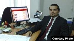 Кренар Лога - Претседател на демократскиот младински форум на Демокартската партија на Албанците.