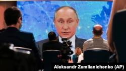 Президент России Владимир Путин на пресс-конференции, архивное фото