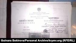 Professor Muzafarovnıñ attestatı