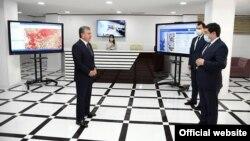 Президент Ш.Мирзиёев Андижондаги Digital City технопаркига ташрифи чоғида, 2020 йил 21 майи.