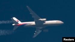 Боинг-777 Malaysian Airlines, летящий из Европы в Юго-Восточную Азию. Фото февраля 2014 года