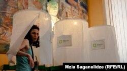 Վրաստան - ՏԻՄ ընտրությունների քվեարկությունը Թբիլիսիի ընտրատեղամասերից մեկում, 15-ը հունիսի, 2014թ․