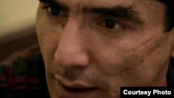 Абдулла Қурбонов саргузаштлари, у милиционерларни порахўрликда айблаб, сўккани акс этган видео пайдо бўлиши ортидан бошланди.