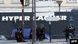 Ֆրանսիա - Իրավապահները Hyper Casher սուպերմարկետի գործողության ժամանակ, Փարիզ, 9-ը հունվարի, 2015թ.
