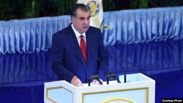 Tajik President Emomali Rahmon delivers his annual speech to the Tajik parliament on April 26.
