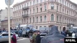 В доме 24 по улице Маяковского располагалась и Ассоциация малого и среднего бизнеса, так что одних предпринимателей сменят другие