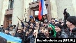 Проросійські активісти біля харківської ОДА, 1 березня 2014 року