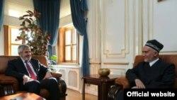 Саидмукаррам Абдулкодирзода на встрече с муфтием Стамбула Хасаном Камилем Йылмазом