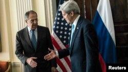 ABŞ Dövlət Katibi John Kerry və Rusiyanın xarici işlər naziri Sergei Lavrov (Arxiv foto)