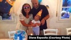 Диана Эспозито, живущая в Италии казашка, с мужем и сыном.
