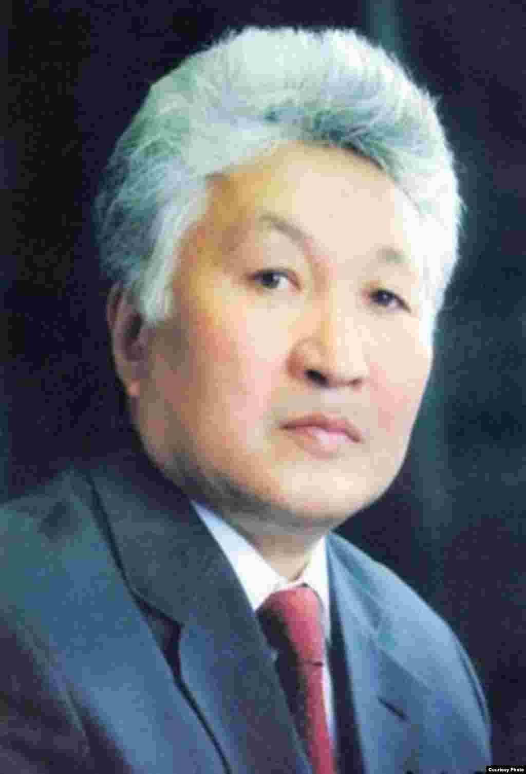 Турсунбек Чынгышев(с 10 февраля 1992 года по 13 декабря 1993 года).