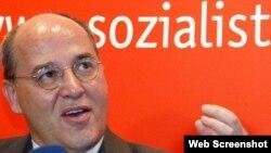 Грегор Гизи - социалист и бывший информатор Штази. Той самой, с которой во времена работы в ГДР сотрудничал и Владимир Путин