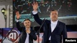 Gürcüstanın keçmiş baş naziri Bidzina İvanişvili və indiki baz nazir Giorgi Kvirikaşvili. Tbilisi, 8 Oktyabr, 2016