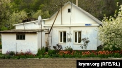 Ay-Serez: qaya eteginde bir köy (fotoresimler)