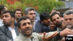 محمود احمدی نژاد در جریان حضور در دانشگاه امیرکبیر با اعتراض دانشجویان مواجه شد.