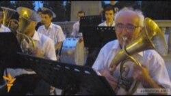 Փողային նվագախմբի հնչյուններ՝ Ստեփանակերտի կենտրոնում