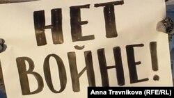 Антивоенный плакат в Омске