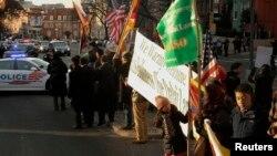Далай Ламанын жактоочулары ал келген жерге чогулушту. Вашингтон, 5-февраль, 2015-жыл.