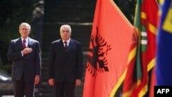 جورج بوش اولین رییس جمهوری آمریکا است که به آلبانی سفر می کند.